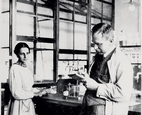 یزیکدانان آلمانی اتو گان و فریتز استراسانمن برای اولین بار در جهان، یک شکاف مصنوعی از هسته یک اتم اورانیوم را انجام دادند